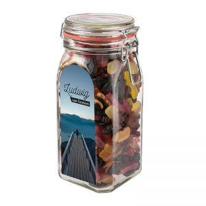 1,5 l Weckglas befüllt mit Lakritze in PKW-Form und mit Werbeetikett