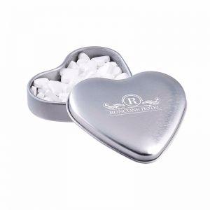 Herzförmige Dose mit Pfefferminzpastillen mit Logodruck