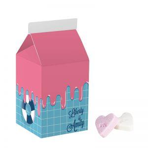 Kleine Milchverpackung mit Frucht-Herzen und Werbedruck