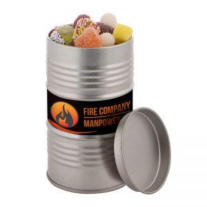Ölfass befüllt mit Fruchtgummi und Lakritze im Zuckermantel und mit Werbe-Etikett