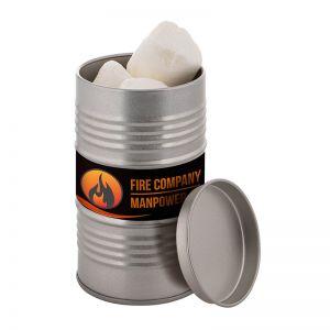 Ölfass befüllt mit Marshmallows und mit Werbe-Etikett