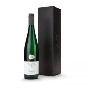 Präsent Weißwein im schwarzen Geschenkkarton